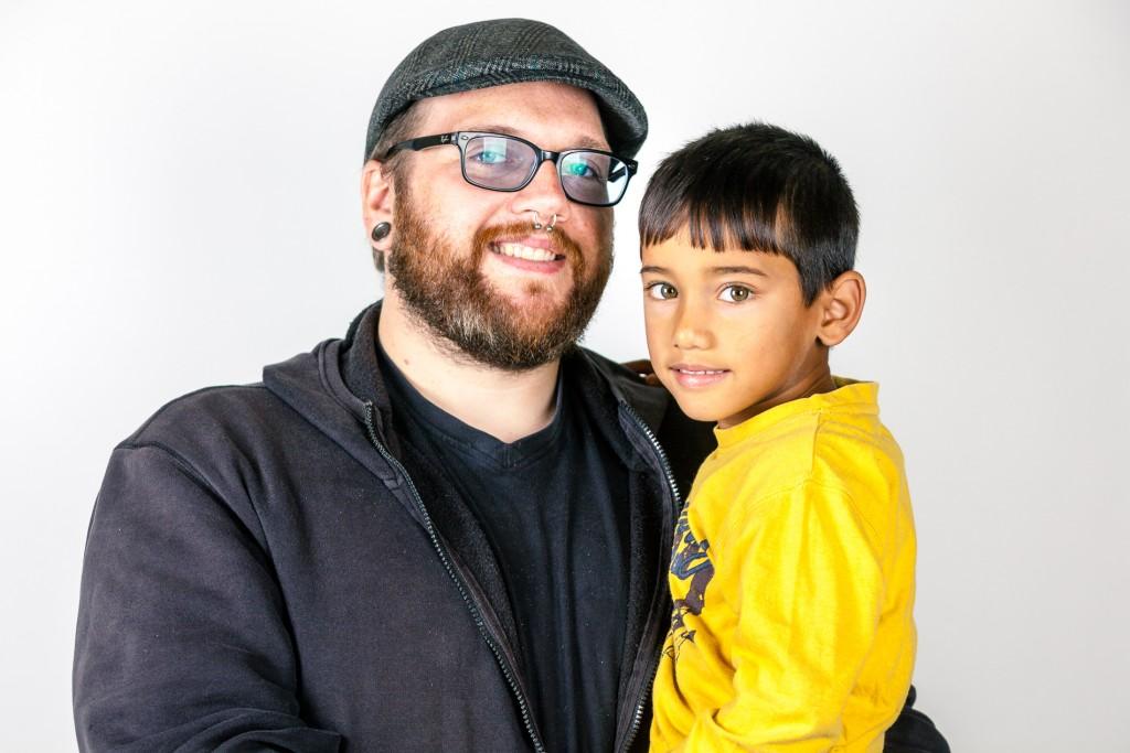 Portrait Erzieher mit Kind 2015